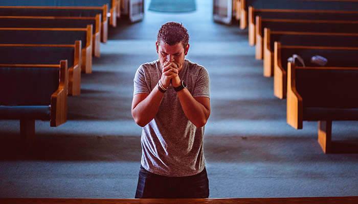 Oración en una iglesia