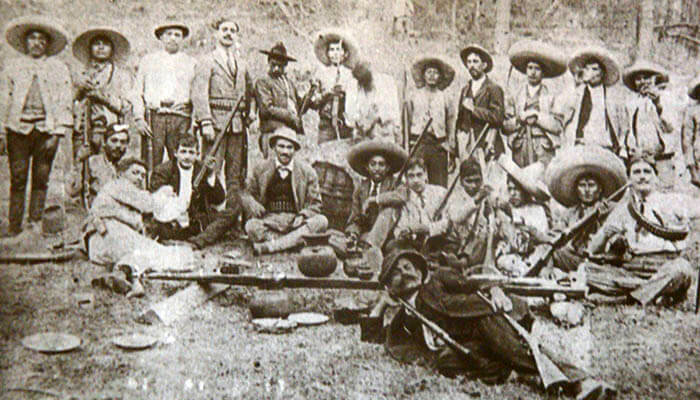 Fotografía de unos revolucionarios mexicanos