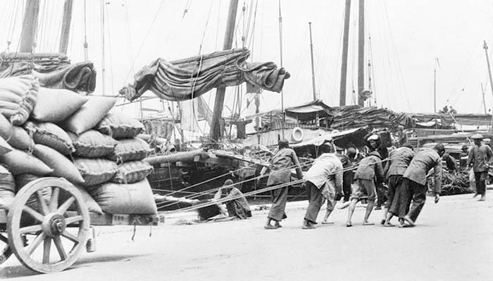 Trabajadores (mano de obra) en el puerto de Hong Kong