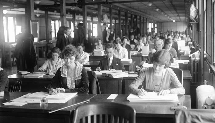 Trabajadores (mano de obra) en una oficina