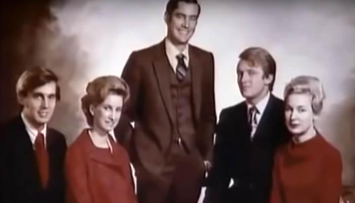 Donald Trump con sus hermanos