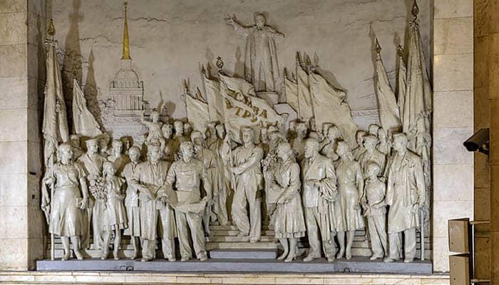 Escultura de la línea 1 del Metro de San Petersburgo