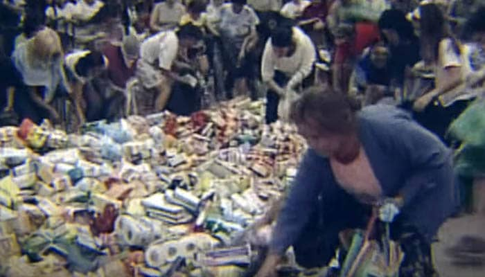 Gente en supermercados durante la crisis argentina de 2001