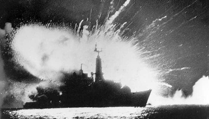 Fragata británica HMS Antelope (F170) explotando
