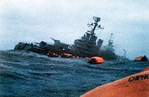 Hundimiento del buque argentino General Belgrano por parte del submarino nuclear británico HMS Conqueror