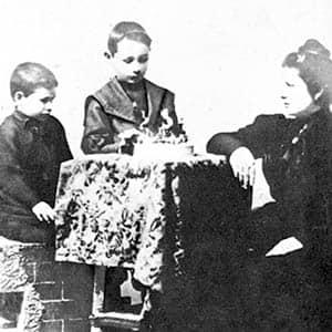 Juan Domingo Perón con su hermano y su madre