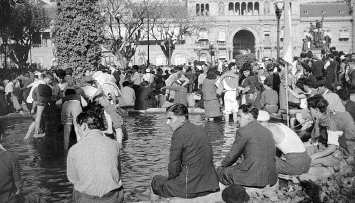 Trabajadores en la Plaza de Mayo de Buenos Aires