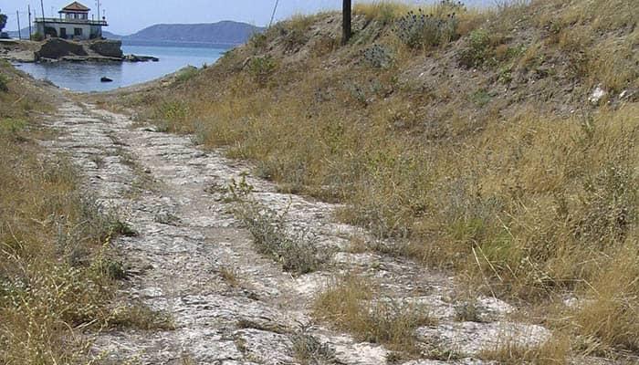 Fotografía del diolkos de Corinto