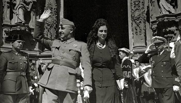 Francisco Franco y su esposa, Carmen Polo, visitan San Sebastián