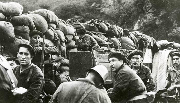 Milicianos republicanos durante la batalla de Irún en la guerra civil española