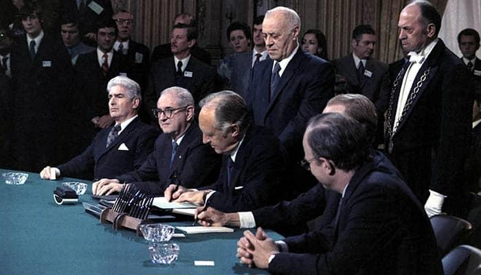 Firma de los acuerdos de paz de París