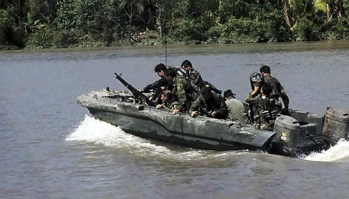 Integrantes del Equipo Uno del SEAL en el río Bassac