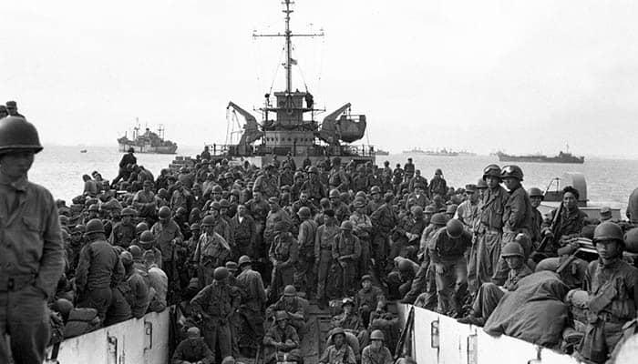 Tropas del 31º regimiento de infantería llegando al puerto de Incheon